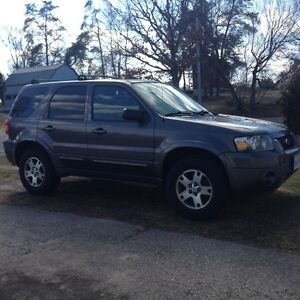 05 Ford Escape LIMITED, leather, heated seats, remote , sunroof
