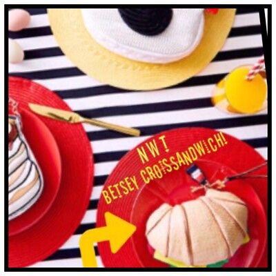NWT AUTHENTIC Betsey Johnson KITSCH CROISSANDWICH WRISTLET Croissant Purse Bag