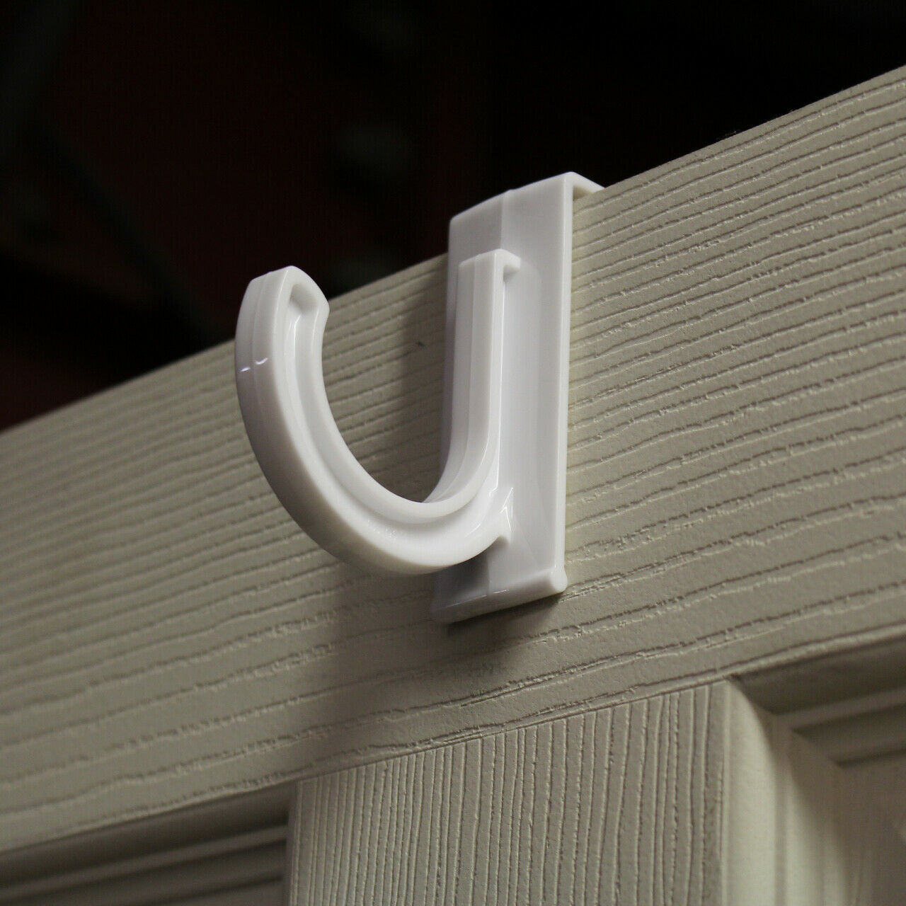 WHITE PLASTIC LARGE OVER THE DOOR HOOKS WITH SEGMENTED RAIL FOR COAT HANGERS