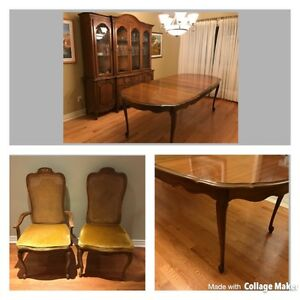 French provincial dining room set and Hutch including six chairs