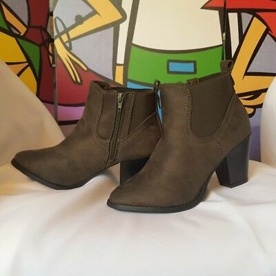 Women's Olive Green Suede Chunky Heel Ankle Booties Size 6