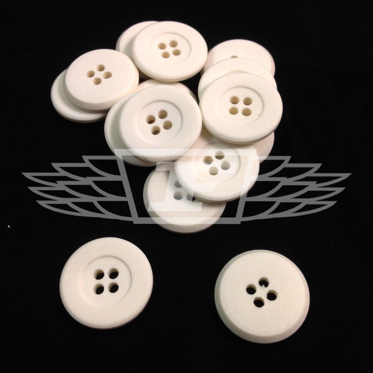 27699-28 Paquete De 10 De 18 Mm Blanco Mate plana de plástico de cuatro agujeros botón Botones Btn