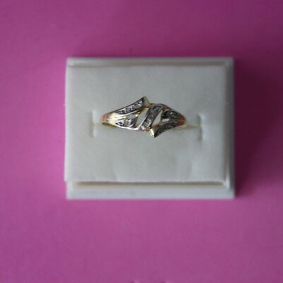 BEAUTIFUL 10 CT SOLID YELLOW GOLD WITH 9 DIAMONDS RING SIZE O IN GIFT BOX 10 Ct Diamonds Ring
