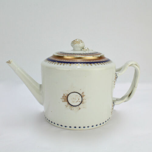 Antique Armorial 18th Century Chinese Export Porcelain Teapot - Family Crest PC