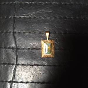 Ladies Gold pendant Whyalla Whyalla Area Preview