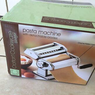 Pasta machine in new condition