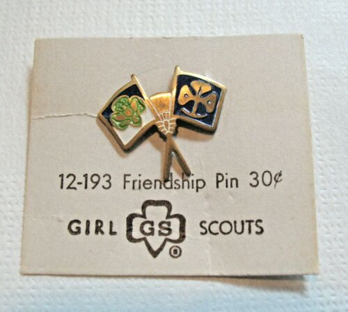 NEW on CARD 1952-55 Official Girl Scout Friendship PIN, Crossed Flags CHRISTMAS