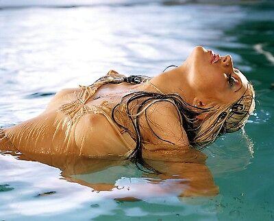 Christina Aguilera Unsigned 8x10 Photo (19)