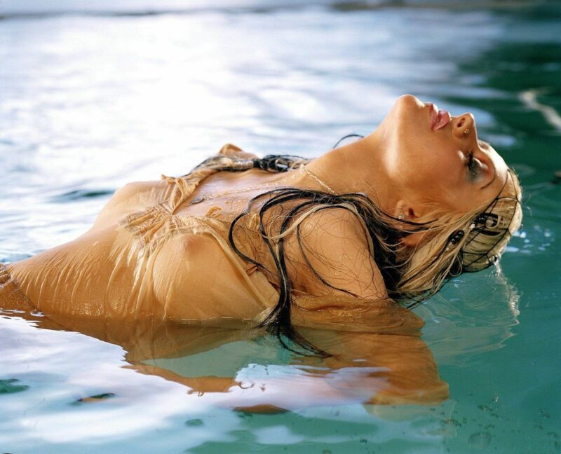 Christina Aguilera Artistic Pose Inside The Water  8x10 Picture Celebrity Print