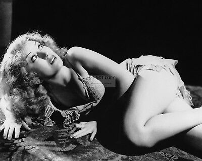 """FAY WRAY IN THE FILM """"KING KONG"""" - 8X10 PUBLICITY PHOTO (AB-788)"""