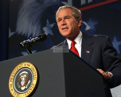 GEORGE W. BUSH  43RD PRESIDENT OF THE UNITED STATES - 8X10 PHOTO (CC-011)