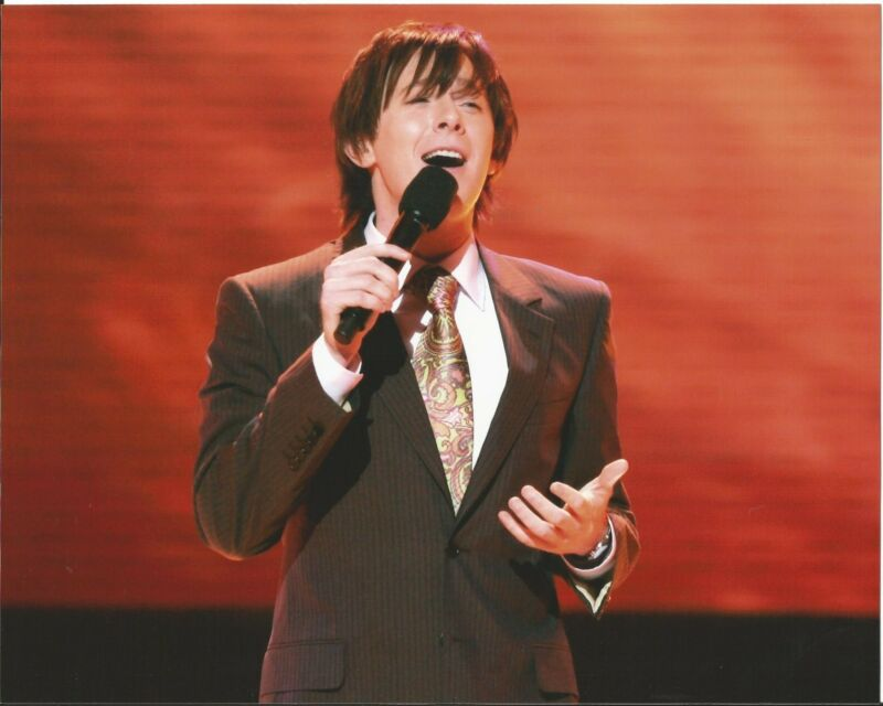 AMERICAN IDOL Clay Aiken Unsigned 8x10 Photograph Pose #2