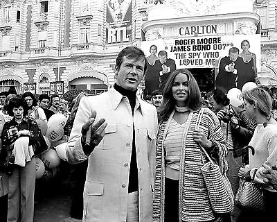 Roger Moore Barbara Bach In Cannes  The Spy Who Loved Me    8X10 Photo  Zy 892