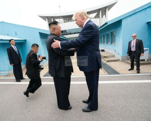 PRESIDENT DONALD TRUMP AND KIM JONG UN NORTH OF KOREA DMZ - 8X10 PHOTO (SP142)