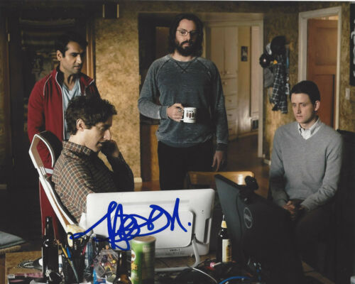 THOMAS MIDDLEDITCH SIGNED AUTHENTIC 'SILICON VALLEY' 8X10 PHOTO B w/COA ACTOR