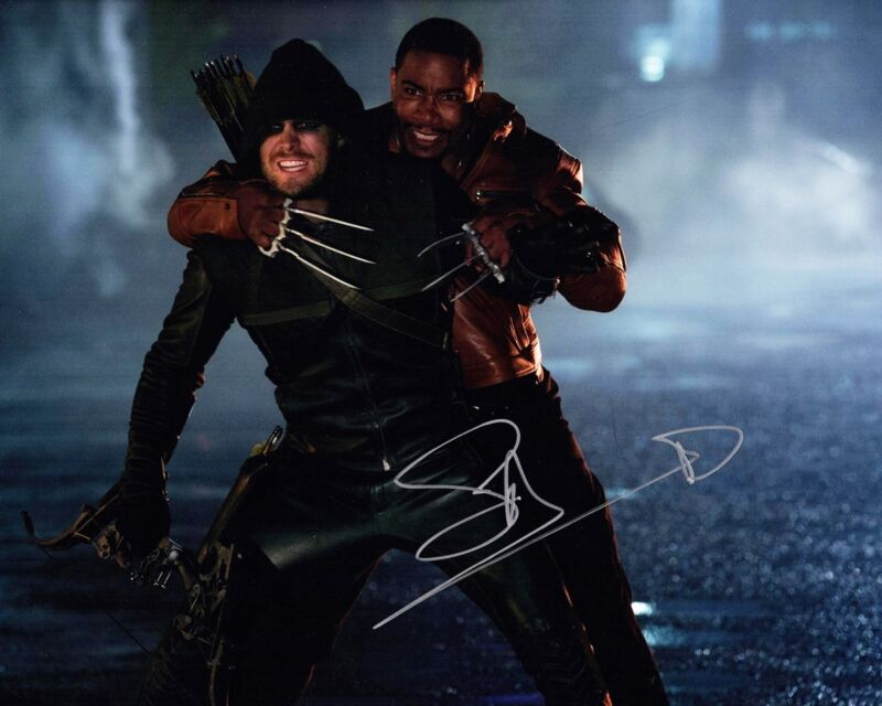 STEPHEN AMELL SIGNED ARROW 8X10 PHOTO! AUTOGRAPH! SEXY OLIVER QUEEN!