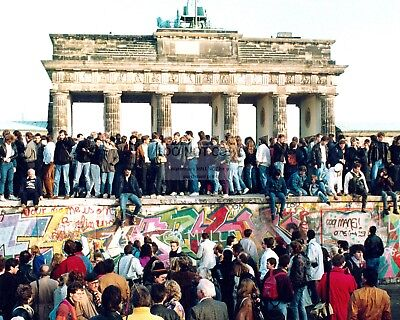 GERMANS STAND ON TOP OF THE BERLIN WALL IN NOVEMBER 1989 - 8X10 PHOTO (ZY-332) (Photo Stand In)