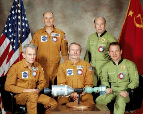 APOLLO-SOYUZ TEST PROJECT CREW PORTRAIT DEKE SLAYTON - 8X10 NASA PHOTO (AA-034)