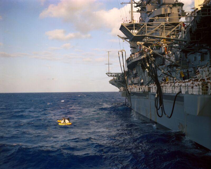 USS INTREPID PREPARES TO RECOVER THE GEMINI 3 SPACECRAFT - 8X10 PHOTO (AA-450)