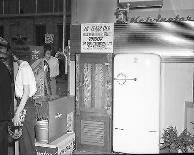 Vtg 1950S Black   White Kelvinator Refrigerator  Fridge  Appliance Store Photo