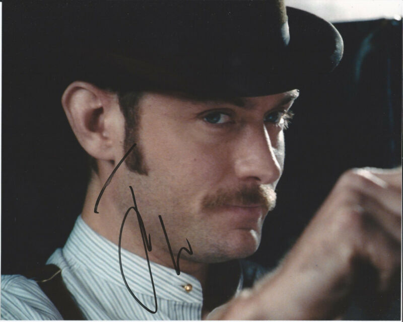 BRITISH ACTOR JUDE LAW SIGNED SHERLOCK HOLMES 8X10 PHOTO DOM HEMINGWAY HUGO C