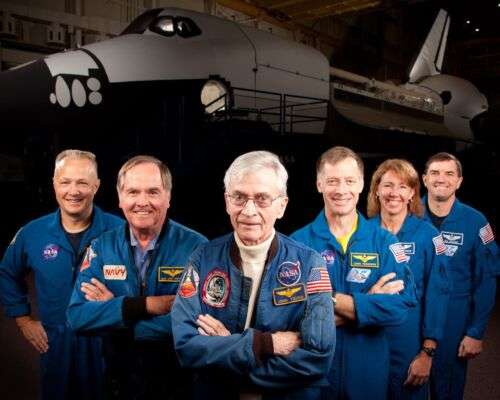 FIRST & LAST ASTRONAUT CREWS FROM SPACE SHUTTLE MISSIONS - 8X10 PHOTO (ZZ-296)