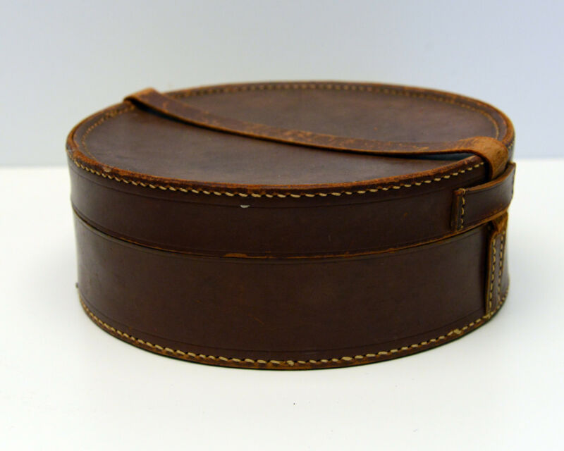 Vintage leather collar box cufflink box  jewellery case