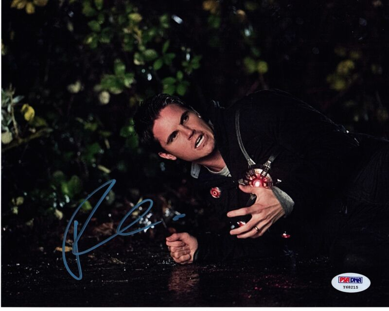 ROBBIE AMELL SIGNED THE FLASH 8X10 PHOTO FIRESTORM AUTOGRAPH! HOT HUNK PSA DNA!