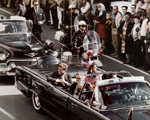 JOHN F. KENNEDY & JACKIE IN DALLAS MOTORCADE ASSASSINATION - 8X10 PHOTO (ZZ-127)
