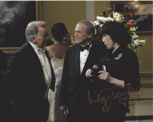 LILY TOMLIN SIGNED THE WEST WING 'DEBBIE FIDERER' 8X10 PHOTO C w/COA ACTRESS