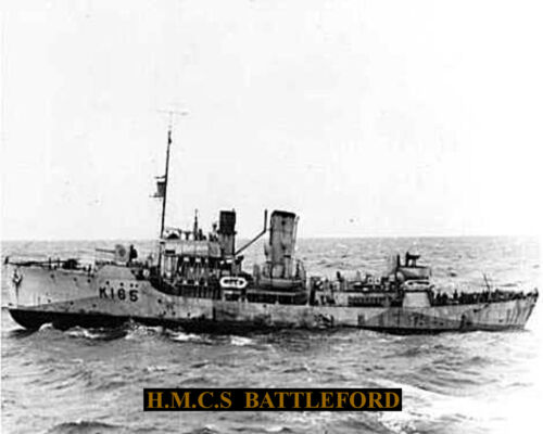 ROYAL CANADIAN NAVY CORVETTE HMCS BATTLEFORD K165  PHOTO  WITH BONUS STATS SHEET
