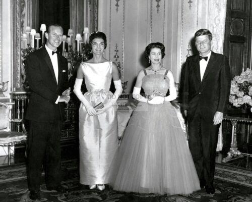 QUEEN ELIZABETH HOSTS DINNER FOR JOHN F. KENNEDY & JACKIE - 8X10 PHOTO (AB-231)