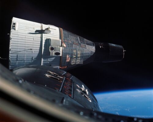 VIEW OF GEMINI 6 SPACECRAFT AS SEEN FROM GEMINI 7 - 8X10 NASA PHOTO (EP-841)