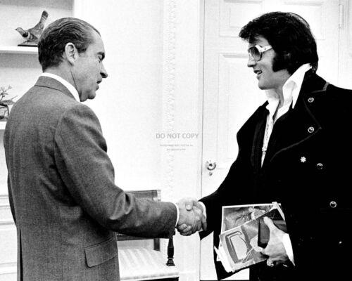 PRESIDENT RICHARD NIXON MEETS WITH ELVIS PRESLEY IN 1970 - 8X10 PHOTO (FB-481)