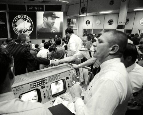 MISSION CONTROL CELEBRATES RETURN OF APOLLO 13 KRANZ - 8X10 NASA PHOTO (AA-247)
