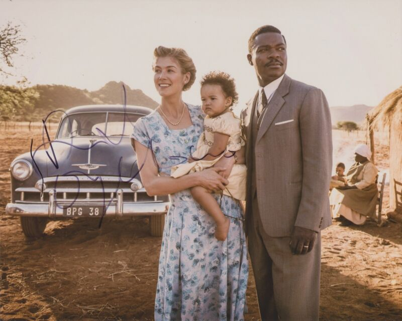 DAVID OYELOWO SIGNED A UNITED KINGDOM 8X10 PHOTO