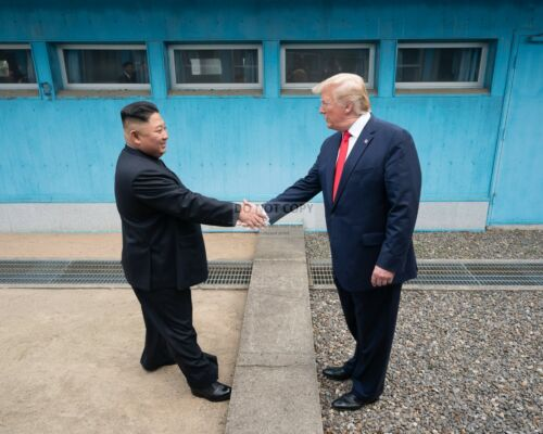 PRESIDENT DONALD TRUMP AND KIM JONG UN AT THE KOREA DMZ - 8X10 PHOTO (SP141)