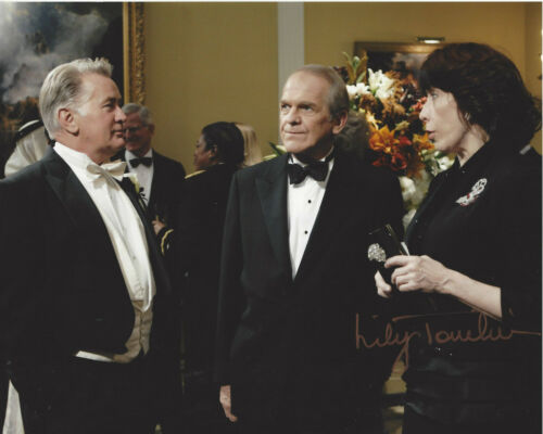 LILY TOMLIN SIGNED THE WEST WING 'DEBBIE FIDERER' 8X10 PHOTO B w/COA ACTRESS