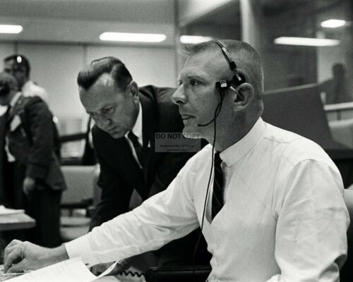 CHRIS KRAFT WITH GENE KRANZ DURING THE SCRUB OF GEMINI 9 - 8X10 PHOTO (AA-442)