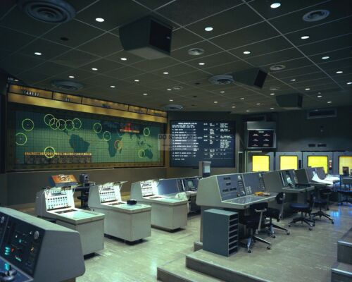 GEMINI MISSION CONTROL AT KENNEDY SPACE CENTER - 8X10 NASA PHOTO (EP-197)