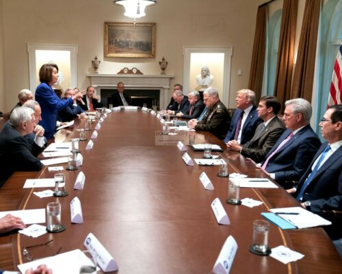 PRESIDENT DONALD TRUMP MEETS WITH NANCY PELOSI IN 2019 - 8X10 PHOTO (YW021)