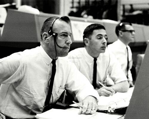 JIM LOVELL GEMINI 8 CAPCOM BILL ANDERS MISSION CONTROL 8X10 NASA PHOTO (AA-384)