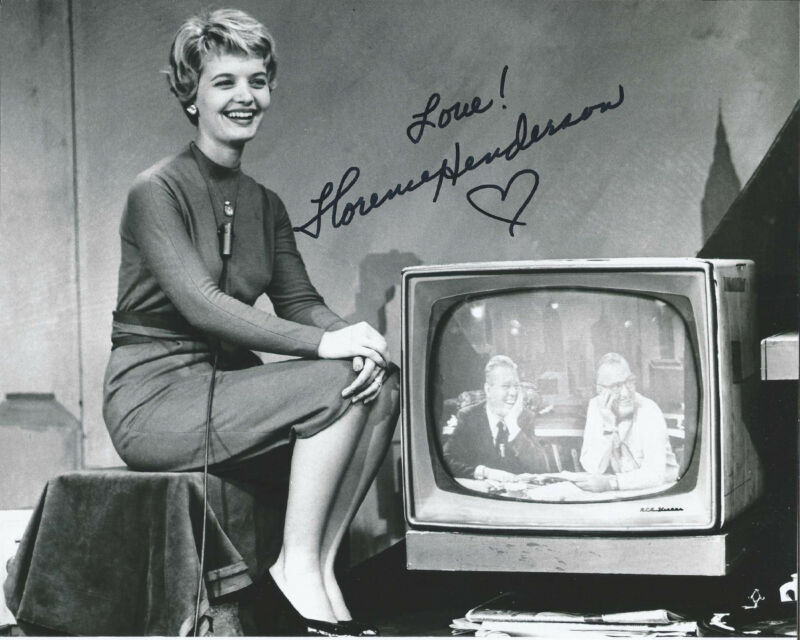 FLORENCE HENDERSON SIGNED AUTHENTIC 'THE BRADY BUNCH' 8X10 PHOTO B w/COA