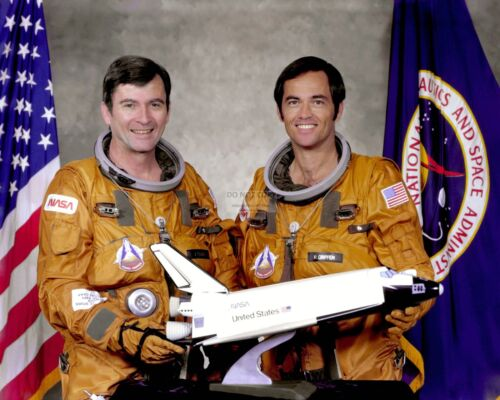 JOHN YOUNG & ROBERT CRIPPEN SPACE SHUTTLE STS-1 CREW - 8X10 NASA PHOTO (EP-500)