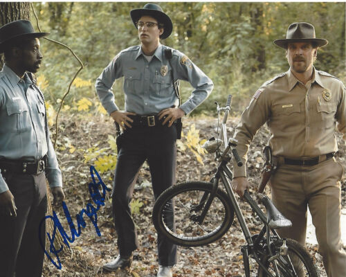 ROB MORGAN SIGNED AUTHENTIC 'STRANGER THINGS' OFFICER POWELL 8x10 PHOTO w/COA