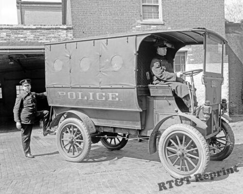 Photograph of the Franklin Police Wagon  Washington DC Year 1915  8x10