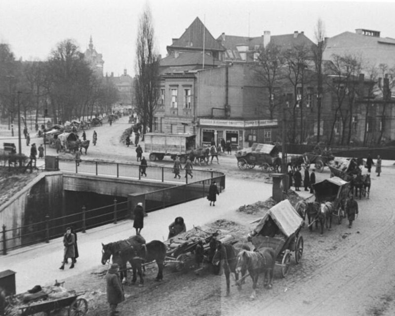 1945-Danzig-Gdansk Poland-Refugees Fleeing from approaching Red (Russian) Army
