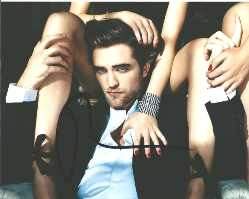 ROBERT PATTINSON SIGNED TWILIGHT MOVIE 8X10 PHOTO COA A ROB EDWARD CULLEN PROOF