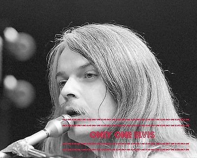 1971 Singer LEON RUSSELL 8x10 PHOTO LIVE in CONCERT UNSEEN CLOSE-UP