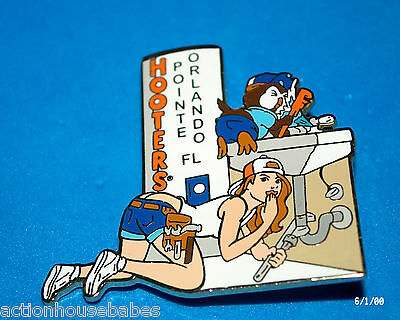 HOOTERS RESTAURANT COLLECTIBLE GIRL POINTE ORLANDO FL PLUMBER CONVENTION PIN